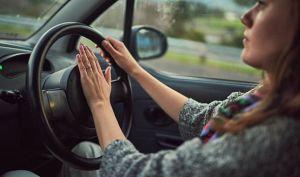 car-horn-honking-driving-law-warning-809642